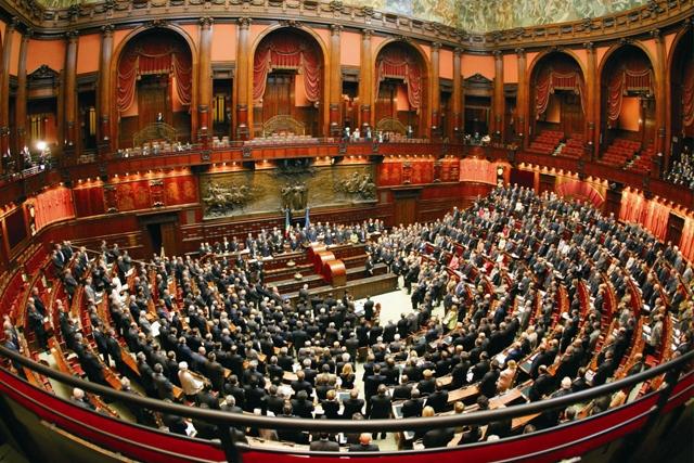 LA STRATEGIA DEI POLITICI ITALIANI