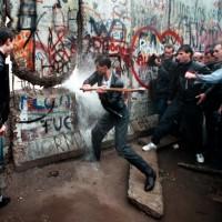 IL MURO DI BERLINO: UN ATTO ECLATANTE DI DELEGITTIMAZIONE