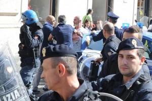 Ferrieri-portato-via-dalla-polizia_full